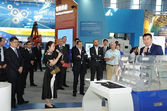 摩洛哥首相一行参观ca888亚洲城膜技术产品展示